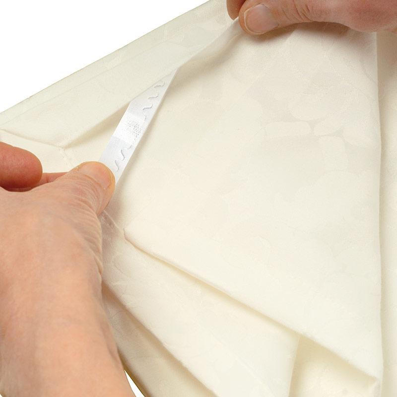Datamars _ UHF Laundrychip 401 ST _ application on napkin